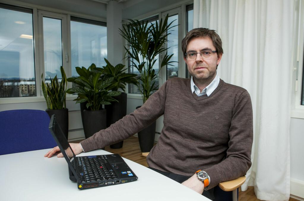 SKEPTISK: Juridisk direktør Frode Elton Haug i Forbrukerombudet jobber nå for å finne ut om Facebooks sponsede hendelser kan defineres som spam.  Foto: Per Ervland