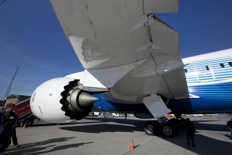 PÅ BAKKEN: Alle Boeings Dreamlinere er satt på bakken. Men Norwegian sier de vil fly som planlagt, og vil ikke kommentere en nødplan. Foto: Per Ervland
