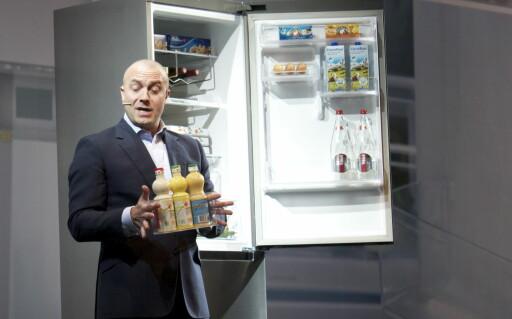 Grab'n Go-kurven, her grabbet av Russel Owens, sjef for digitale hvitevarer i Samsung Storbritannia.  Foto: Elisabeth Dalseg
