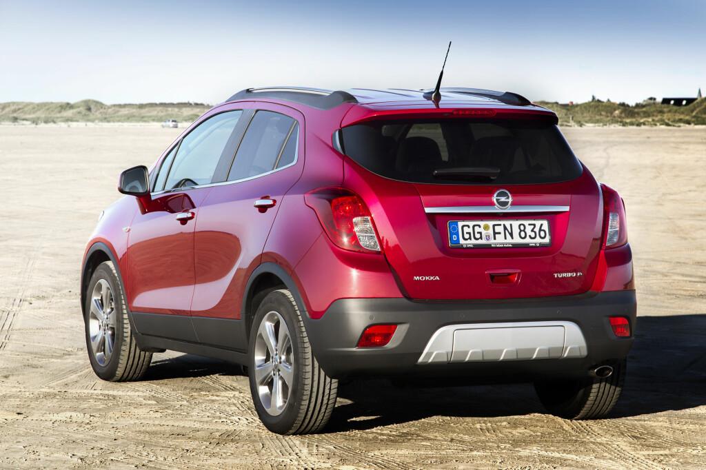 Heisann! Opel, et merke som i lang tid har vært for nedadgående, er blant vinnerne i januar. Det er hovedsaklig takket være den kompakte folke-SUV-en Opel Mokka som, sammen med småbilen Corsa, klarer å mer enn veie opp for de andre modellenes fortsatte nedgang.  Foto: Fred Magne Skillebæk