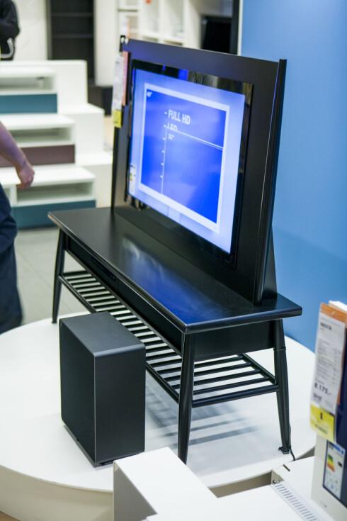 FANCYPANTS: Ikea-TV-en Uppleva finnes i langt mer fancy utgaver enn den vi skrudde sammen.  Foto: Per Ervland