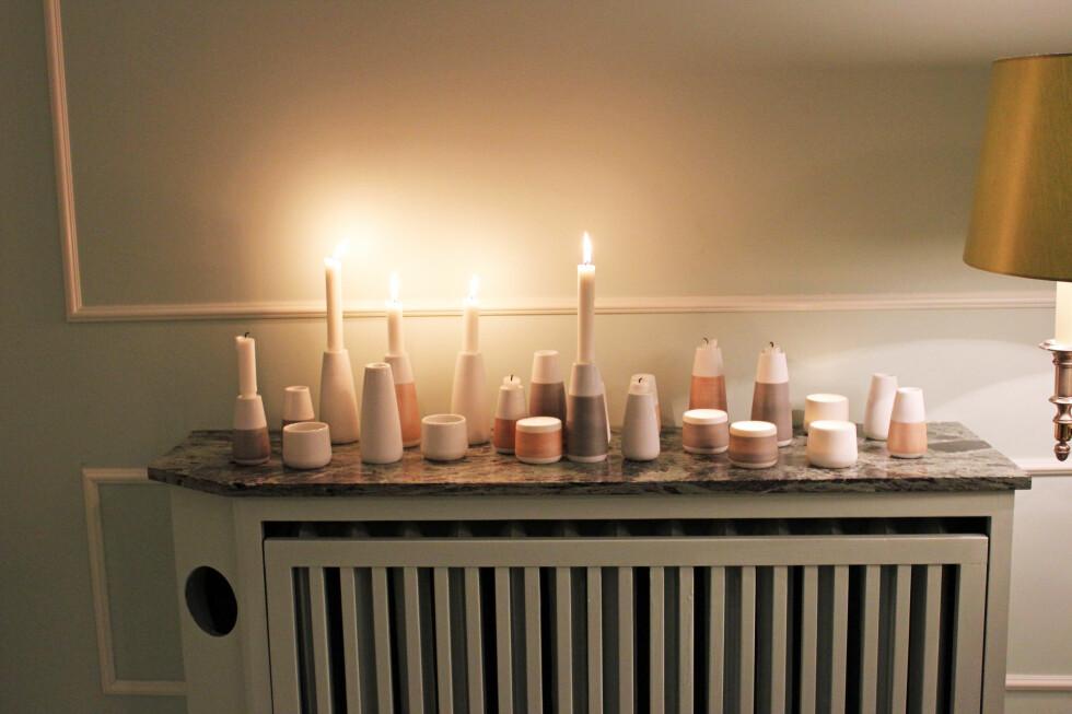 Setter du lysene oppå en varm radiator vil de brenne fortere ned, og sjansen er større enn vanlig for at de vil renne. Lysestakene på bildet er fra norske Wik og Walsøe Foto: Elisabeth Dalseg