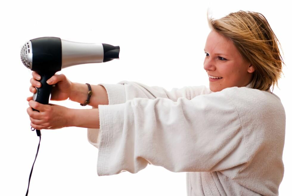 Hårføneren kan brukes til langt mer enn bare tørking og styling av hår.  Foto: Panthermedia