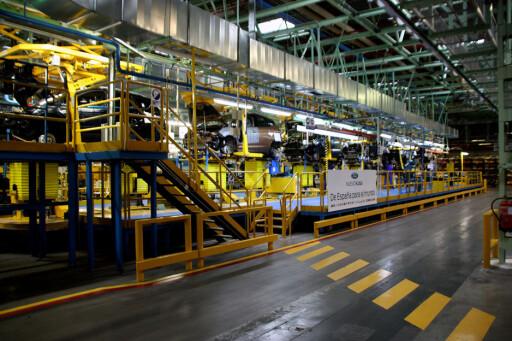 Nye Ford Kuga bygges her, på Fords moderne fabrikk i Valencia i Spania. Fra det samme samlebåndet kommer også Ford-modeller som Fiesta og C-Max/Grand C-Max Foto: Knut Moberg