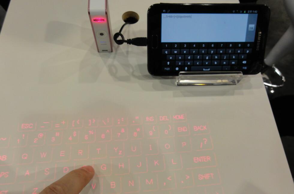 Her tester DinSides utsendte medarbeider det virtuelle tastaturet, og kan bekrefte at det fungerer. Foto: Bjørn Eirik Loftås