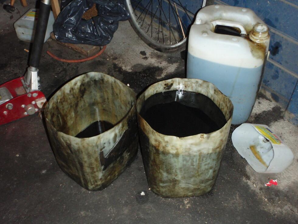 Oljerester er farlig avfall, som skal håndteres forsvarlig og leveres til godkjent mottak. Foto: Fylkesmannen i Østfold/Klif