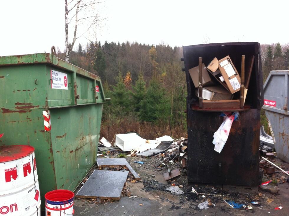 Avfallsovn som inneholder flere typer avfall, som ikke skal brennes. Foto: Fylkesmannen i Østfold/Klif