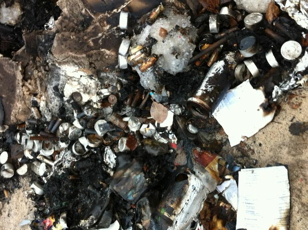 Askespor etter brenning av miljøavfall utendørs. Foto: Fylkesmannen i Østfold/Klif