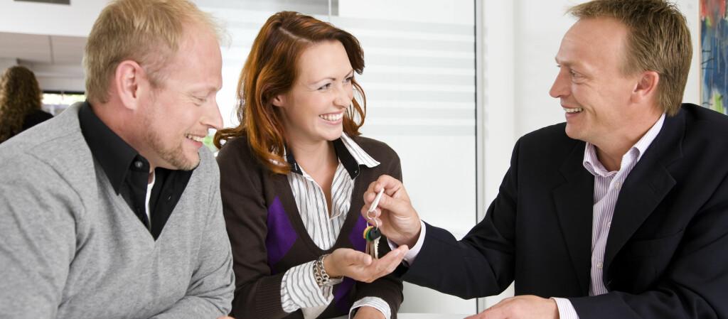 <b>TA EN RUNDE MED BANKEN:</b> Er det lenge siden du tok en runde med banken, kan du tjene mye på å innhente nye tilbud. Særlig om du har oppgradert standarden på boligen din.  Foto: Colourbox.com