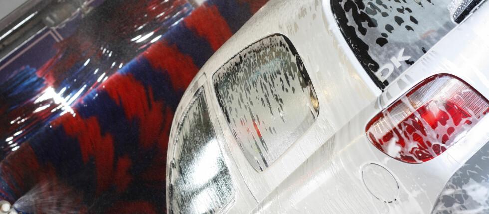 INNENDØRS FUNKER BEST: Å vaske bilen i minusgrader gir noen ekstra utfordringer. Det kan derfor være lurt å vaske bilen inne når vinteren er på sitt kaldeste. Foto: Colourbox.com