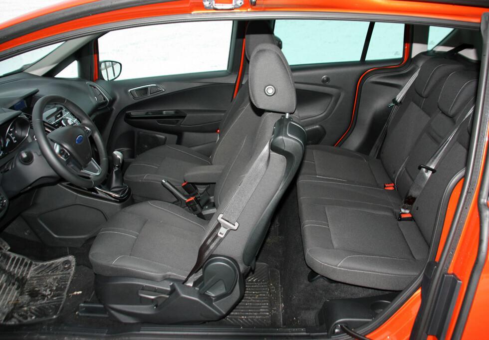 ENESTÅENDE: Adkomsten til Ford B-Max' indre er oppsiktsvekkende lett. Velkommen inn! Dessverre mangler baksetet reguleringsmuligheter.  Foto: Knut Moberg