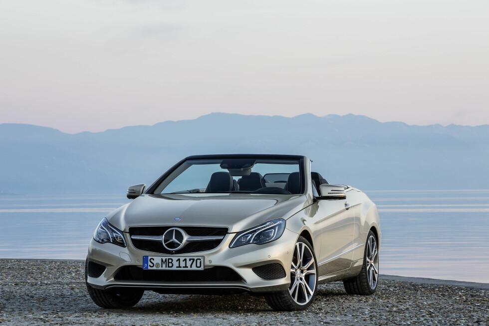 SNERTEN: Vi synes den nye fronten gir den fornyede E-klasse kabriolet en mer markant personlighet. Foto: Daimler