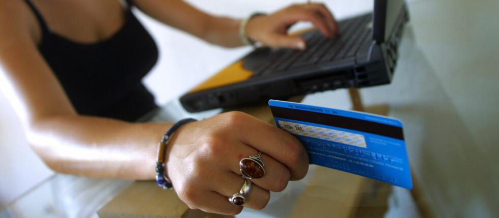 TRYGGEST MED KREDITT: Det er selvfølgelig ulemper ved å handle med kredittkort. Men handler du på nett, handler du absolutt tryggest på kreditt.  Foto: Colourbox.com