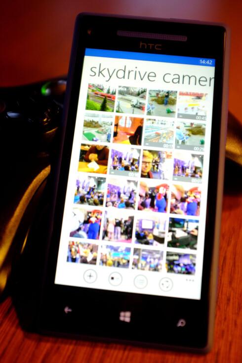 MOBILVENNLIG: Skydrive på Windows Phone sammen med Xbox 360 er en god kombinasjon. Nå kan vi se mobilbildene våre på TV-en svært enkelt.  Foto: Ole Petter Baugerød StokkeOle Petter Baugerød Stokke