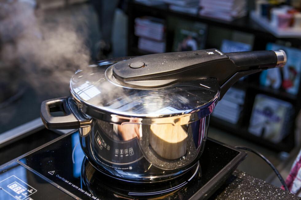 Når det begynner å koke, er ventilen helt nede .. . Foto: Per Ervland