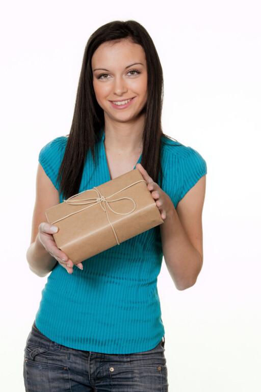 Småpakker av større verdi bør du ikke sende som vanlig brev. Foto: Colourbox.com