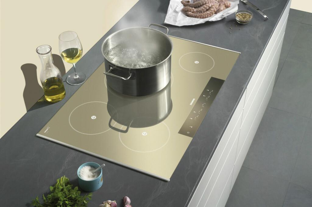 Stadig flere velger induksjon når de skal bytte komfyr - men det kan fort bli dobbelt så dyrt.  Foto: Siemens