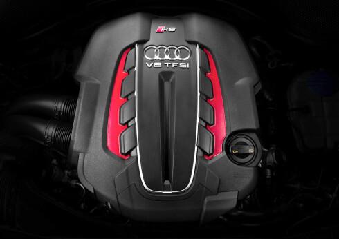 MER UT AV MINDRE: V8, fire liter, to turboer og 560 hestekrefter. Og 700 Nm! Foto: Audi