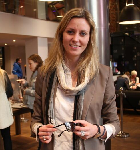 Det aller viktigste er at solbrillene er komfortable å ha på seg, sier Camilla Nielsen.  Foto: Elisabeth Dalseg