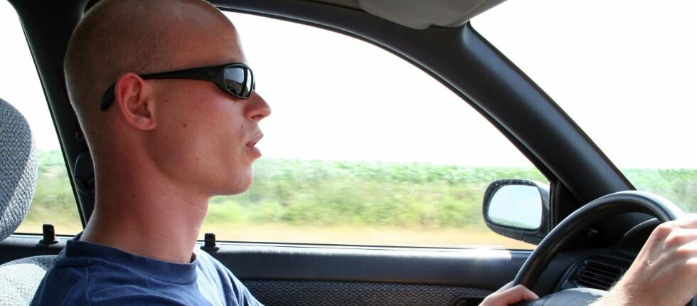 Det er viktig å velge et par solbriller som ikke hindrer sidesynet. Foto: Panthermedia