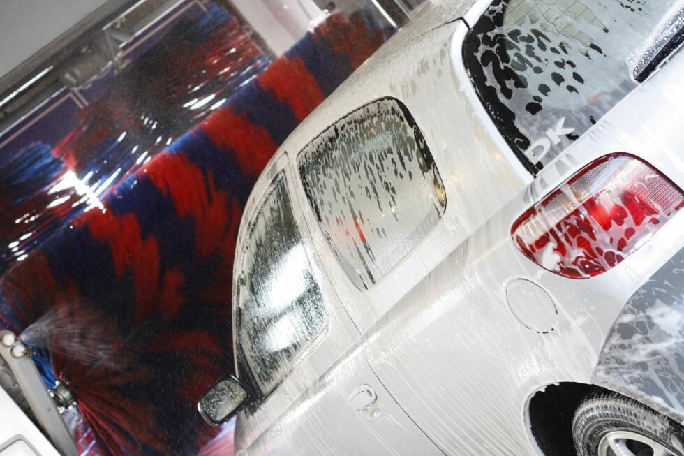 Selv om det er kaldt finnes det flere alternative metoder for å få vasket bilen. Og det er ikke sikkert maskinvask er det beste alternativet. Foto: Colourbox.com
