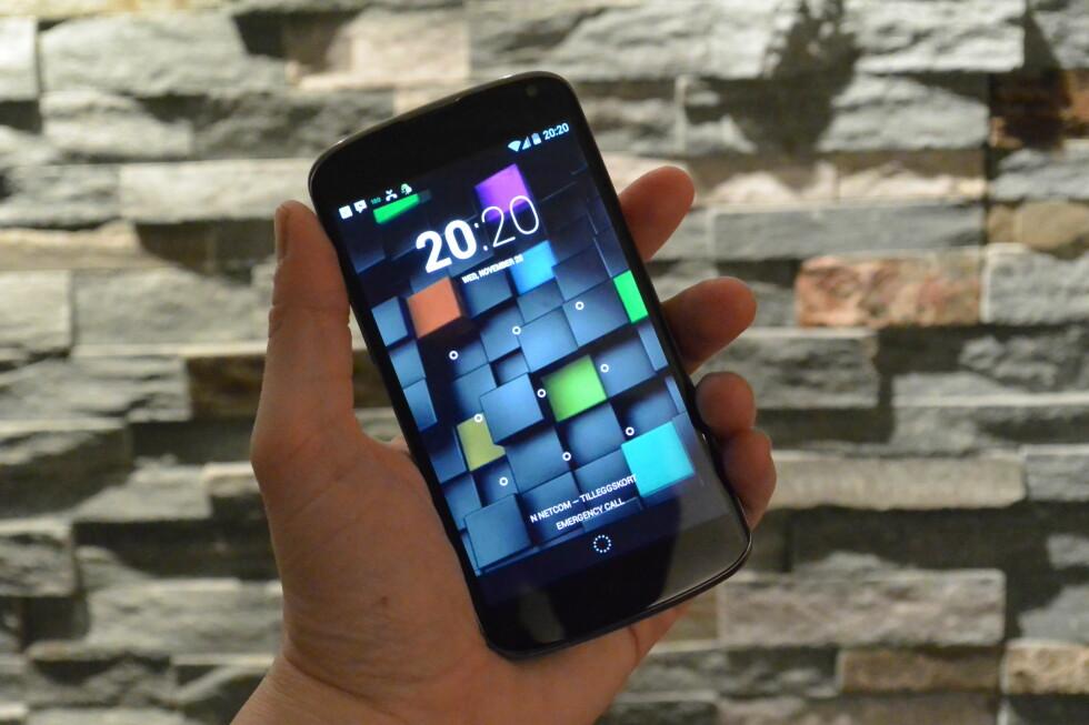 Google Nexus 4 kjører siste versjon av Android, versjon 4.2.