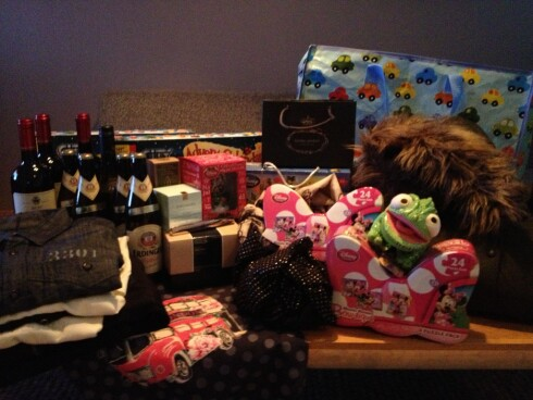 FANGST 1: Det ble 15-20 gaver og noen til journalisten selv. Foto: Tuva Moflag