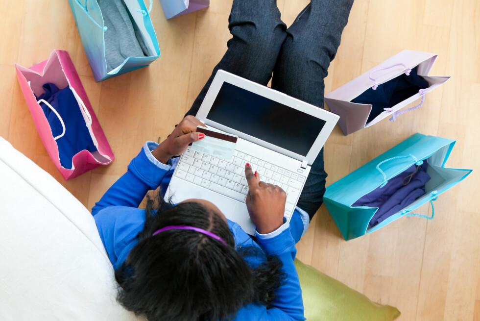 Handleturer i utlandet før jul? Her er flere gode grunner til å velge kredittkort nå. Foto: All over press