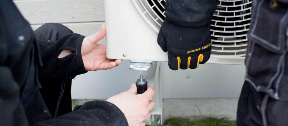 NYE KRAV TIL VARMEPUMPER: Etter 1. september 2013 blir det ULOVLIG å installere varmepumper uten et spesielt sertifikat. Dette gjelder også demontering og reparasjoner på varmepumpa som inkluderer arbeide i kulde/varmekretsen på pumpa. Foto: ABK Klimaprodukter AS