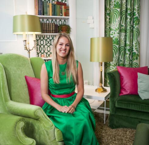 Dagny Thurman-Hoelseth, i suiten Fargerike har innredet på Grand Hotel i Oslo. Foto: Per Ervland