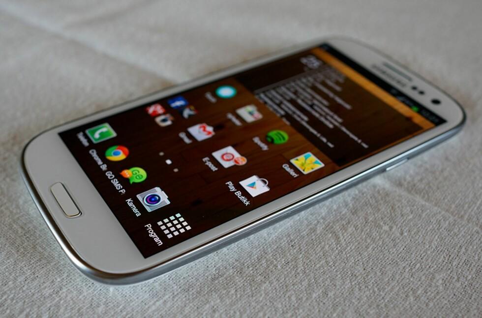 Samsung har hatt stor suksess med sin Galaxy SIII. Nå også kåret til årets julegave av bransjen selv. Foto: Pål Joakim Olsen