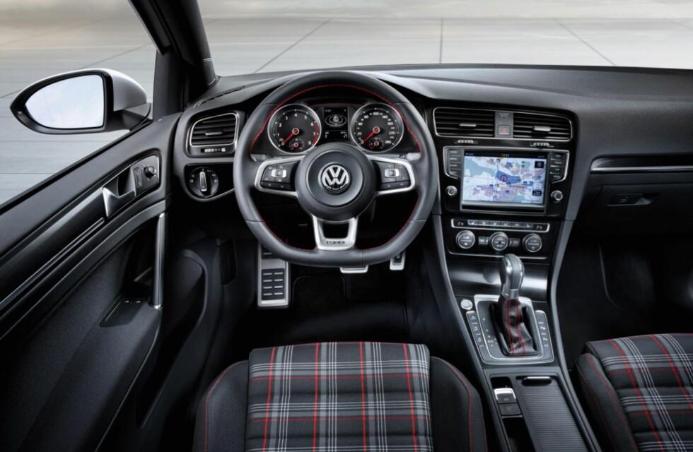 Nye GTI får det klassiske rute trekket i setene, et kjennemerke for GTI.  Foto: VW