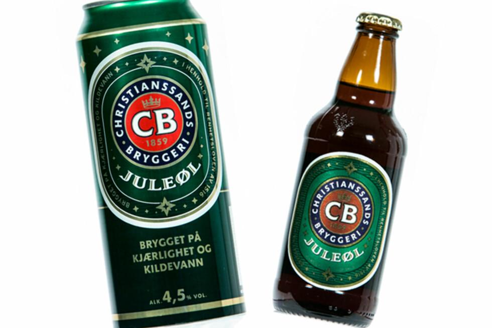 Juleøl fra CB på flaske var det beste juleølet i vår test. Samtidig ble det samme ølet på boks slaktet. Norøl mener noe kan ha skjedd ved tapping, transport eller lagring, som har påvirket ølet negativt. Foto: Per Ervland