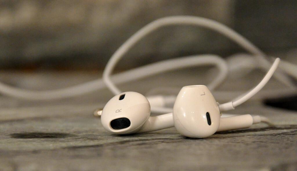 De nye EarPods-ørepluggene byr på overraskende god lyd og sitter pent i ørene. Men de er nok litt for glatte til joggeturer.