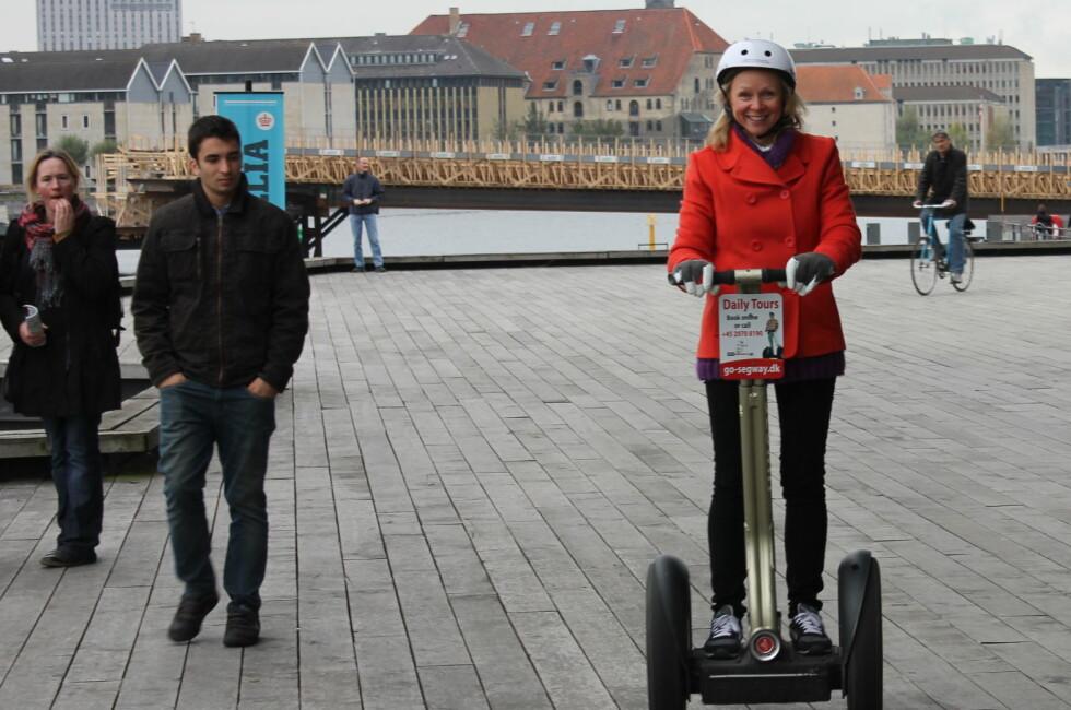 JA, VI ER FRELST: Vi har testet Segway i København. - Prøv det, det er fantastisk gøy - og enkelt! Foto: Kristin Sørdal