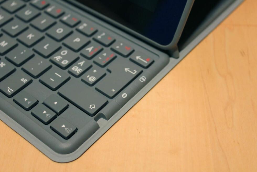 Et klikk på Bluetooth-knappen på høyre side, og iPaden vil oppdage tastaturet og koble det sammen.