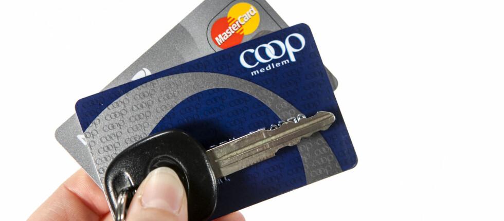 UGYLDIG KOMBINASJON: Du får ikke medlemsrabatt på bensinen dersom du betaler med kredittkort.  Foto: Per Ervland