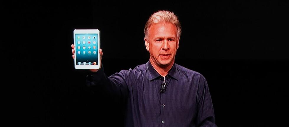 Phil Schiller fikk æren av å vise frem Apples nye iPad mini i kveld.