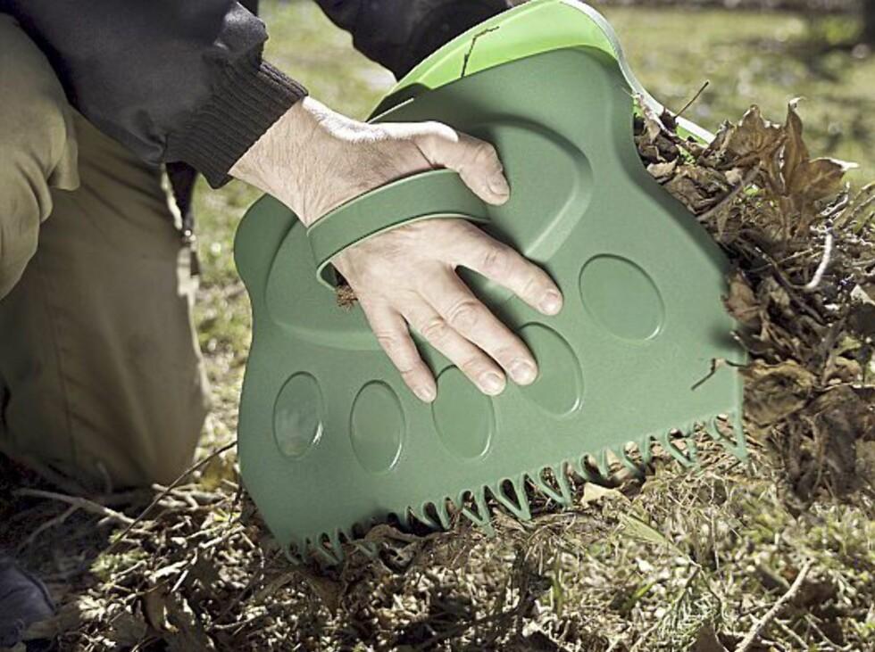 Denne snedige løv- og gressamleren kan gjøre jobben enklere, og dessuten bedre for den med mark- og snegleskrekk? Koster 39,90 kos Biltema. Foto: Produsenten