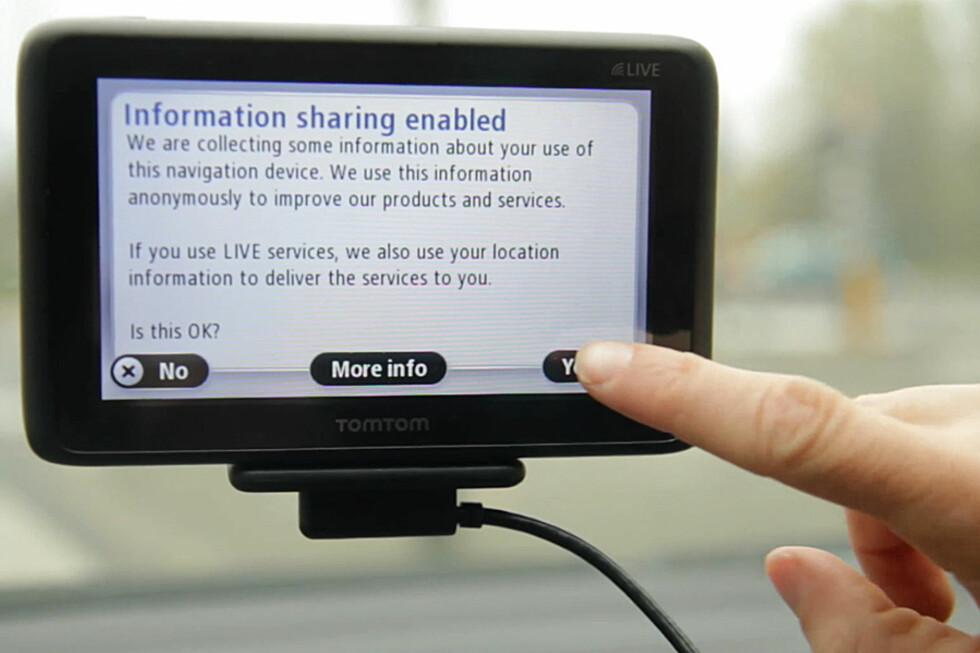 ADVARER: TomTom advarer på sine GPS-er om at de vil innhente informasjon fra deg. Trykker du ja gir du dem retten til å lagre det de vil, anonymt.  Foto: TomTom
