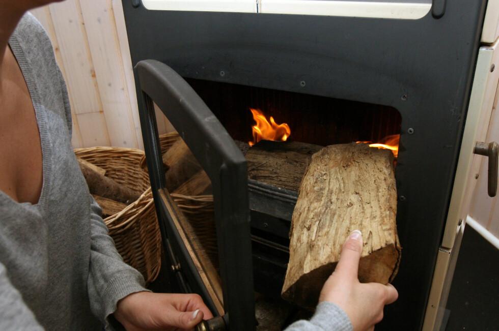 Utslipp fra gamle vedovner og komfyrer gjør stor skade og forkorter hvert år levetiden for flere hundre mennesker i Skandinavia. Foto: Colourbox.com