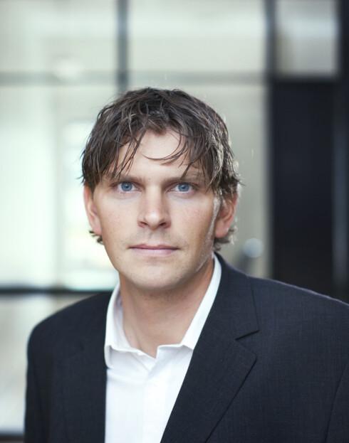 SKEPTISK: Avdelingsdirektør Helge Veum hos Datatilsynet liker dårlig at Teknikmagasinet selger spionutstyr og oppfordrer til overvåkning av kjæresten.  Foto: Datatilsynet
