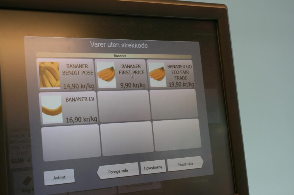 Kjøper du frukt eller grønt får du opp riktig kilospris ved å velge varen på skjermen. Foto: Berit B. Njarga