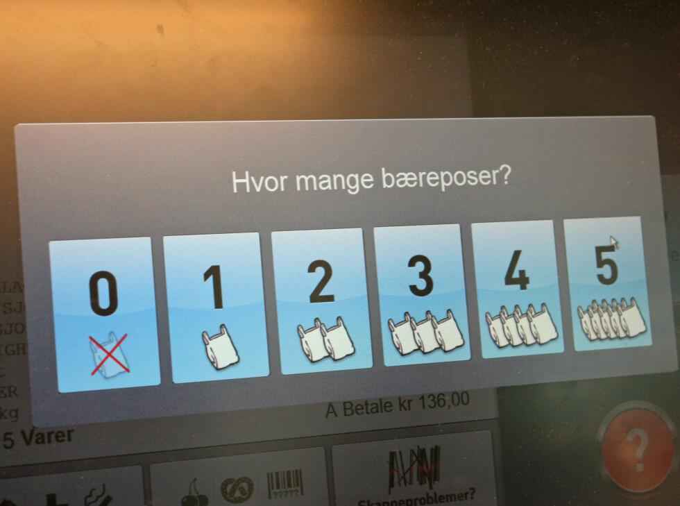 Trykk for riktig antall bæreposer. Foto: Berit B. Njarga