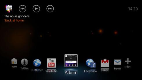 KJEKT: Plugger du Sony Xperia Acro S inn i TV-en med HDMI får du et eget grensesnitt du kan bruke om du ønsker. Eventuelt kan du bare bruke telefonen slik som den er, da alt speiles. Foto: Ole Petter Baugerød Stokke