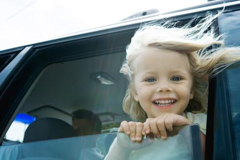 I fart er dette et opplagt feilgrep. Men går du i de vanligste fellene når det gjelder sikring av barn i bil, utsetter du de små for unødvendig fare. Foto: Colourbox.com