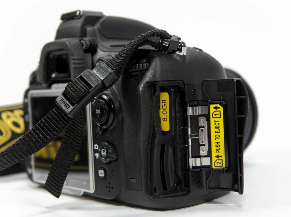 Kameraet har plass til 2 SD-minnekort. Foto: Per Ervland