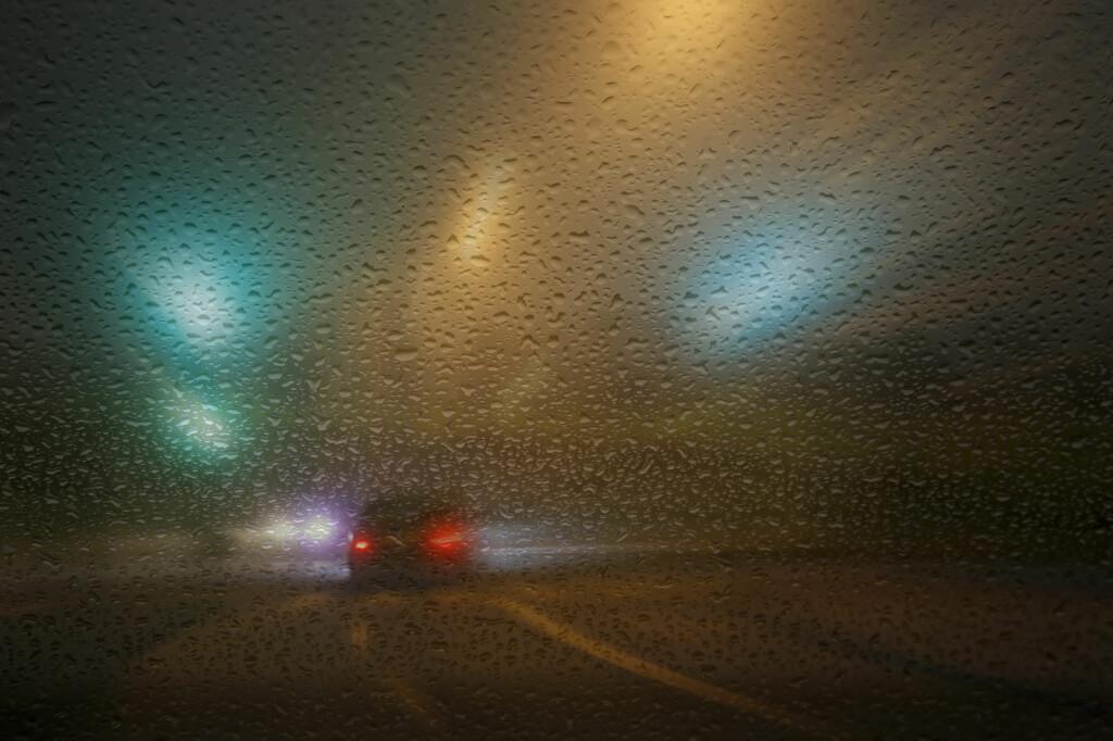 Slik bør du ikke kjøre, og det er bilførers ansvar å sørge for god sikt på kjøreturen. Foto: Colourbox.com