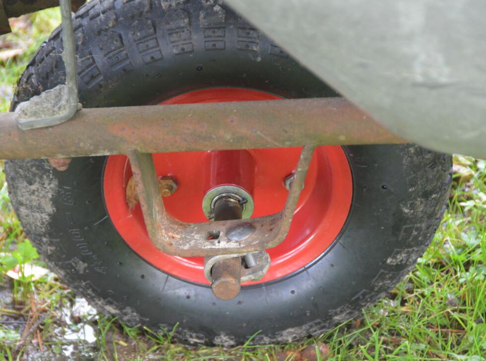 Trillebåra har fått nytt hjul, men... Foto: Brynjulf Blix