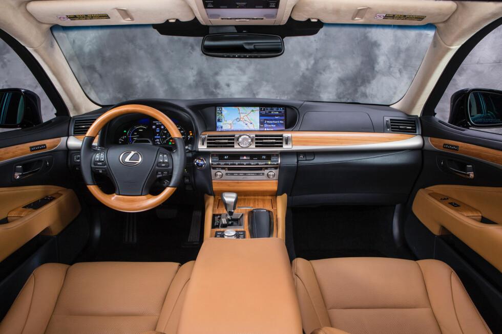 Her inne er det svært stille. Men støybeskyttelse koster! Bilen er en Lexus LS 600h. Foto: Lexus
